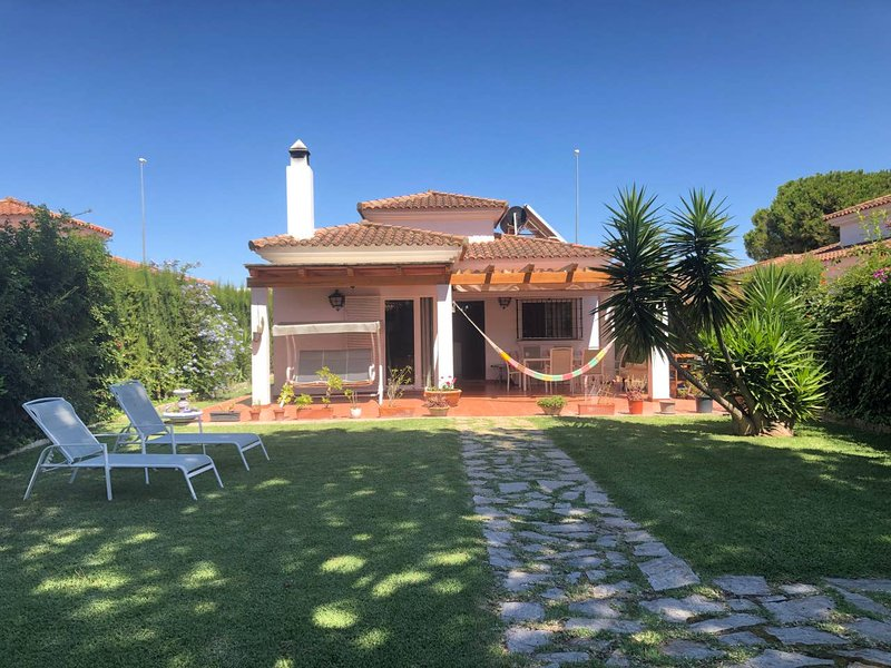 Spacious house with shared pool, holiday rental in Barrio Nuevo