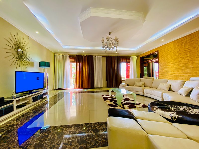 KIGALI'S CHEAPEST LUXURY HOME, vacation rental in Kigali