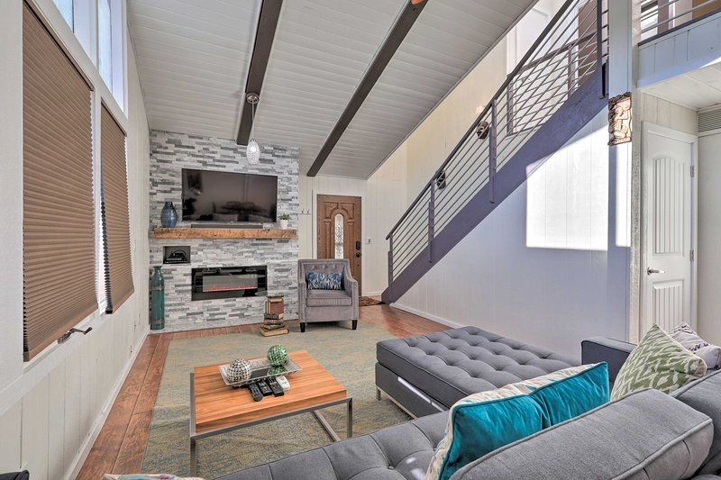 Come visit this modern 3-bedroom, 2-bathroom home in Flagstaff!