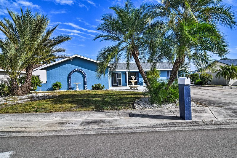 Waterfront Home w/ Dock + Kayaks: 2 Miles to Beach, holiday rental in Sun City Center