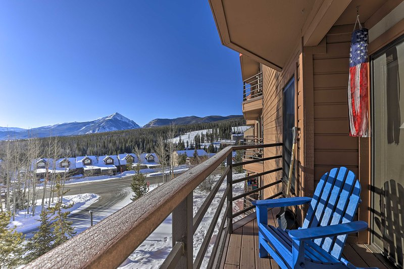 NEW! Superb Buffalo Village Condo w/Ten Mile Views, location de vacances à Silverthorne