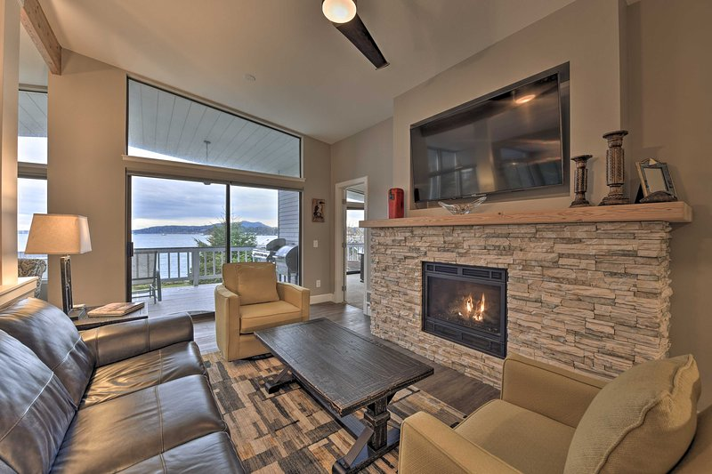 Bayfront Home - Take Ferry to the San Juan Islands, vacation rental in Anacortes