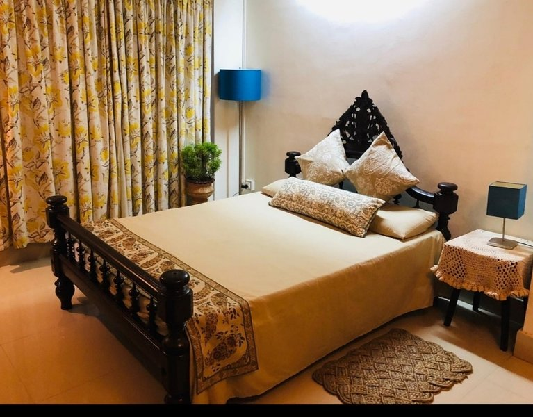 The property is an 130 years old  bungalow which makes your stay memorable, alquiler de vacaciones en Sonitpur District