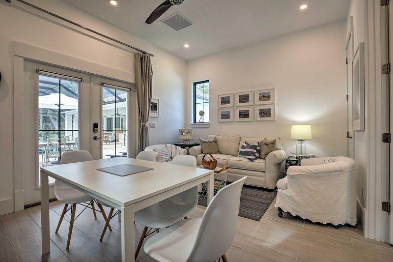 NEW! Elegant Cottage w/ Pool Access, 1Mi to Beach!, vacation rental in Marineland