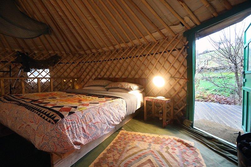 Hapus Yurt Luxury Yurts & Barn - Sleeps 9, casa vacanza a Betws yn Rhos