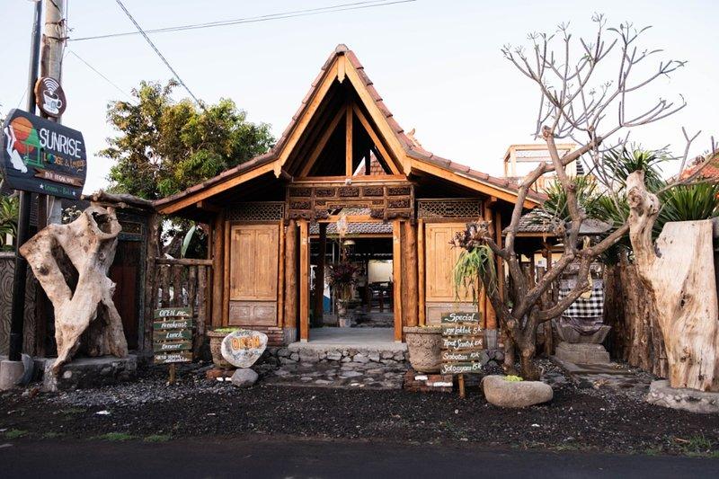 Dolphin Room Sunrise Lodge & Lounge Twin Beds w/ Garden View, alquiler vacacional en Sambangan