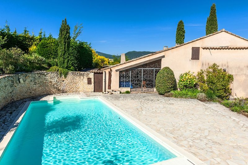 Spacious villa with swimming-pool, holiday rental in Rousset-les-Vignes
