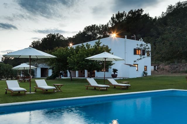 Spacious villa with swimming-pool, holiday rental in Sant Rafel