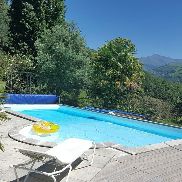 Spacious villa with swimming-pool, casa vacanza a Aspin-en-Lavedan