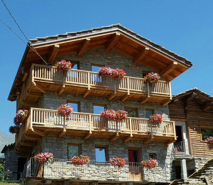 Nice chalet with terrace & balcony, vakantiewoning in Gressoney Saint Jean