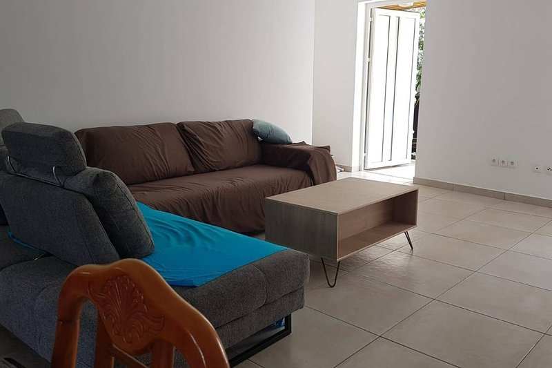 Beautiful house with terrace & Wifi, holiday rental in Saint-Denis