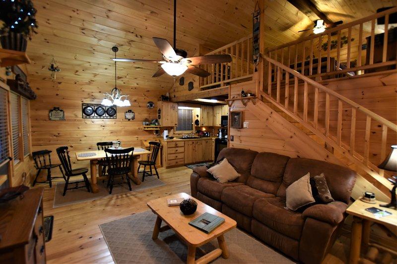 A Bearable Cabin - Hot tub, WIFI, Fire Pit!!!, location de vacances à Helen