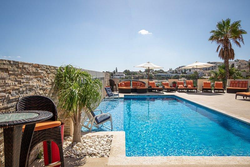 Luxurious 3 Bedroom Apartment w/Pool, Indoor Pool/Games Room – semesterbostad i Mellieha