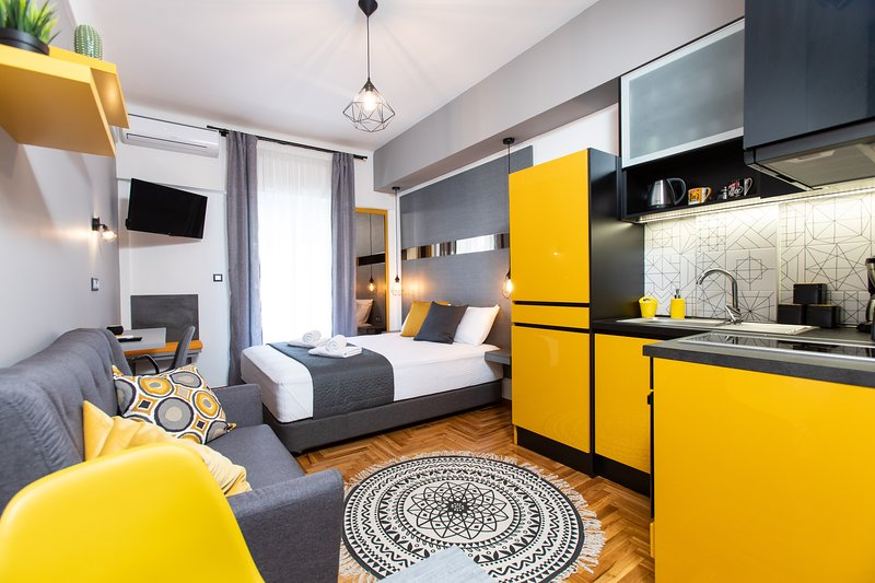 Downtown Luxury Boutique Suites : the Yellow Suite, holiday rental in Triandria