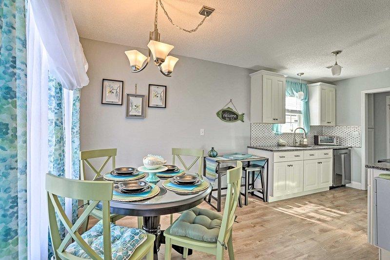Cette demeure de North Charleston est idéalement située à 16 km du centre-ville.