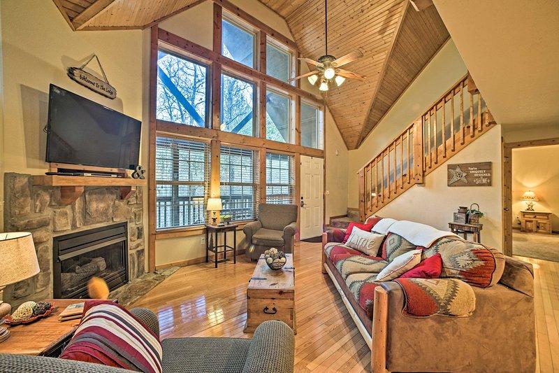 Luxurious StoneBridge Lodge w/ Resort Amenities!, alquiler de vacaciones en Saddlebrooke