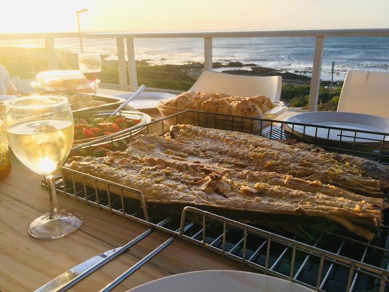 Acquista ogni giorno pesce fresco dal porto e gustalo con i vini bianchi regionali mentre guardi il tramonto