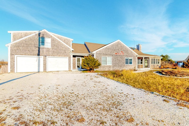 Great Home Right on the Water W/ Unbelievable Water Views, holiday rental in North Truro