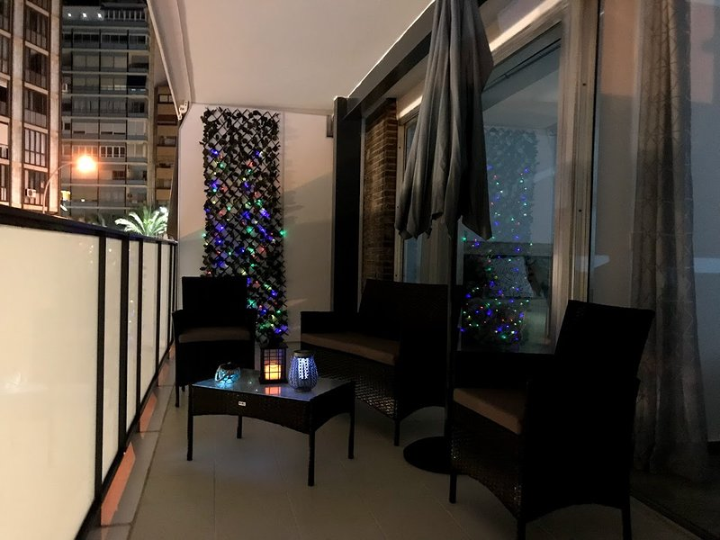 Spacious newly renovated city centre flat with chillout zone on the open balcony, holiday rental in San Isidro de Albatera