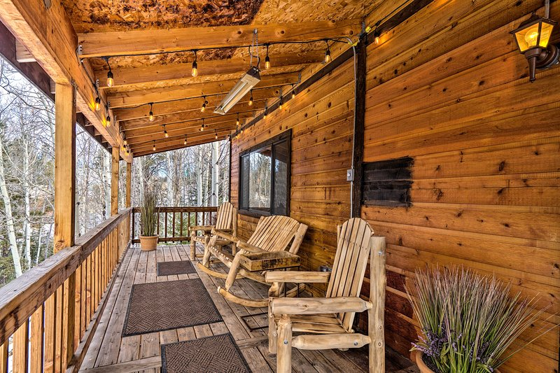 NEW! Mtn Paradise w/ Grill, WiFi & Stunning Views!, holiday rental in Cripple Creek