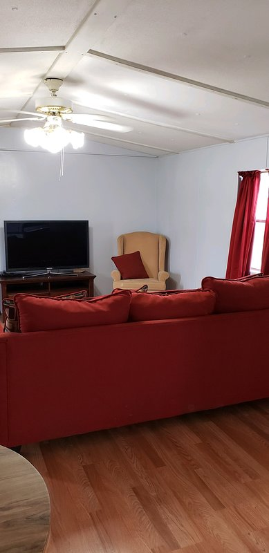 2bd/1ba trailer, near New Orleans downtown, and St. Charles factories/plants, holiday rental in Saint Rose