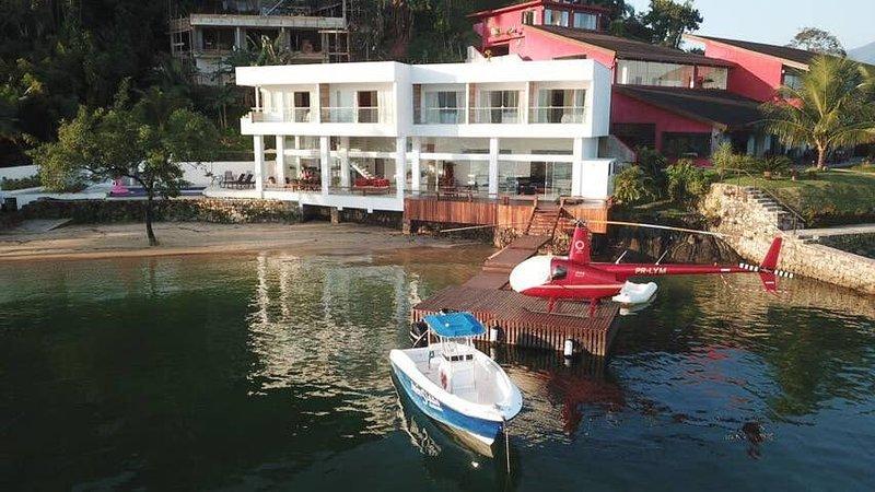 Casa Moderna e Estilosa Pé na Areia em Angra - ANG008, location de vacances à Lidice