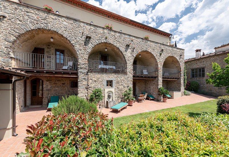 LUXURY TUSCAN VILLA, Villa Terrazzo, Bagni Di Lucca LUCCA, vacation rental in Benabbio