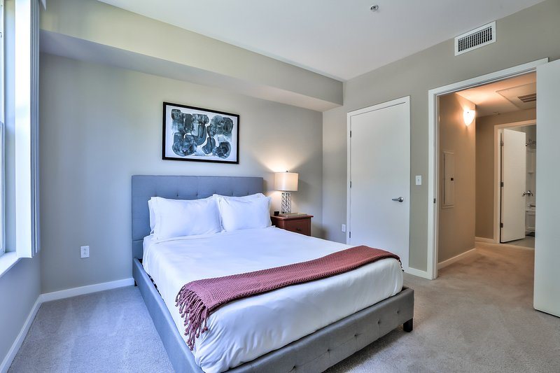 1 Bedroom Apartment Minutes from Apple HQ, vacation rental in Sunnyvale