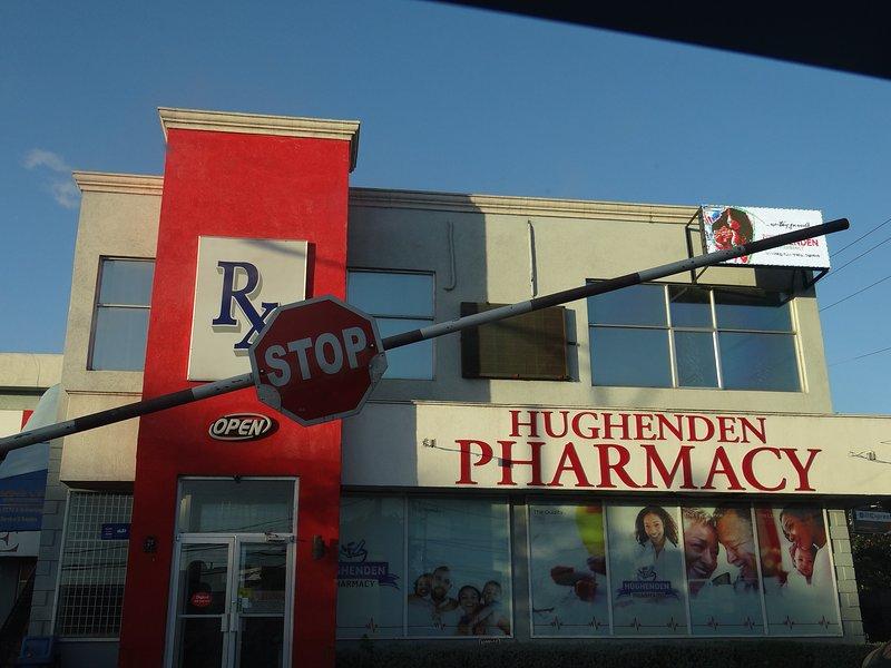 Farmacia familiar en Molynes Road