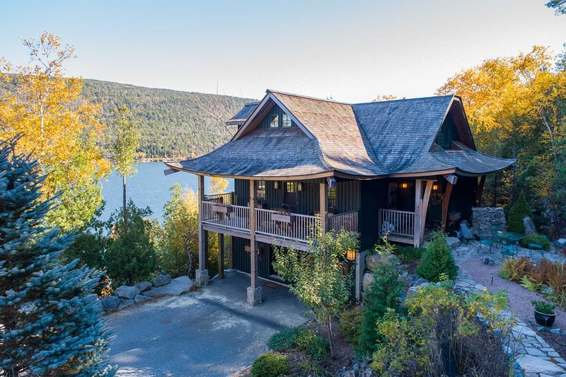 Acadia Lodge -- Secluded  Custom Design Retreat by Acadia National Park, holiday rental in Mount Desert Island