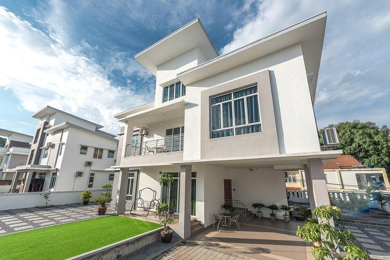 Baydream Villa ❃ 3 floors/6br/6.5ba, holiday rental in Kuah