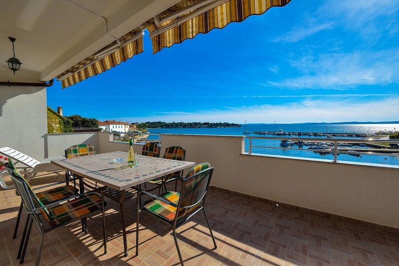 Big terrace with great sea view, holiday rental in Petrcane