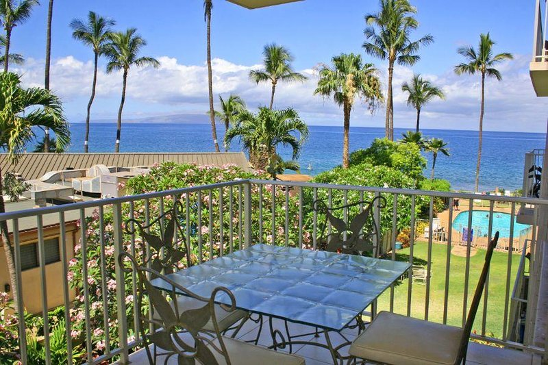 Fantastic Location - Beautiful Oceanfront Condo - Kamaole Nalu #302, vacation rental in Kihei