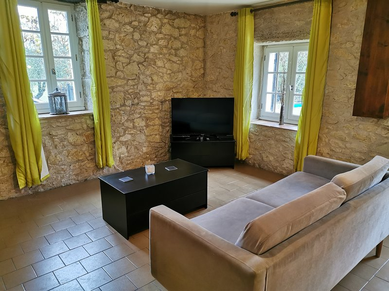 Family Friendly Gite With Pool & Views In SW France., vacation rental in Cancon