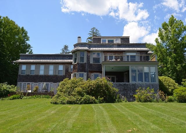 Booth Cottage: Walk down a private path to fabled Singing Beach., holiday rental in Manchester-by-the-Sea