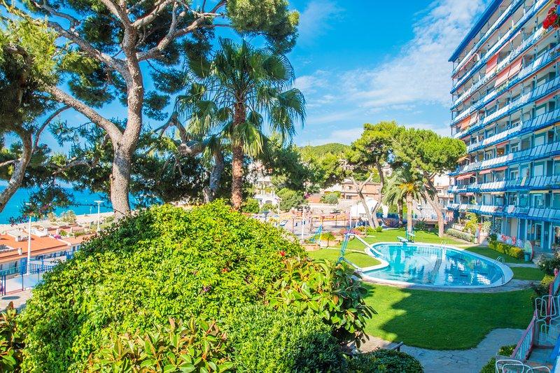 Rodalera Beach Apartment - Sea views with pool, alquiler de vacaciones en Arenys de Mar