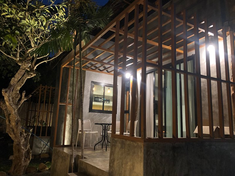 Long Beach Studio for 3pp - 5 mins walk to beach - Macuco A, holiday rental in Ban Sala Dan