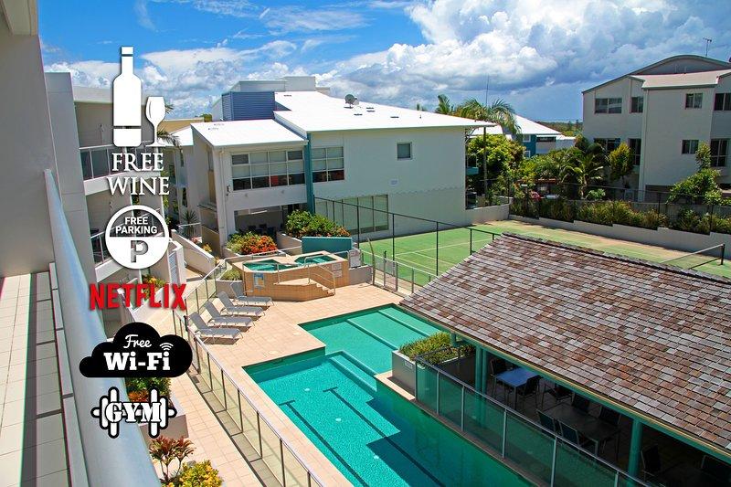 Tres piscinas, incluida una piscina de entrenamiento de 25 m, y tres spas / jacuzzis a su elección.