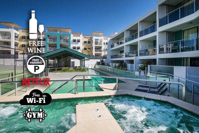 1BR Coolum Beach Escape �Deck�Pool�Spa�Tennis, holiday rental in Yaroomba