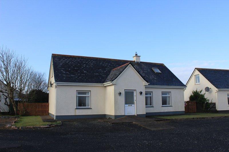 No 6 Glynsk Cottage - No 6 Glynsk Cottages is a delightful detached cottage situ, holiday rental in Carna