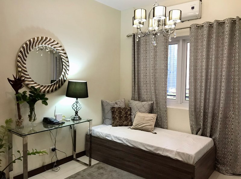 Luxurious 1br Across SM Megamall, holiday rental in Mandaluyong