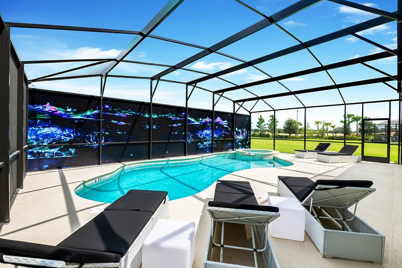 Resort home w/ great game room, pool & theater - walk to clubhouse, holiday rental in Loughman