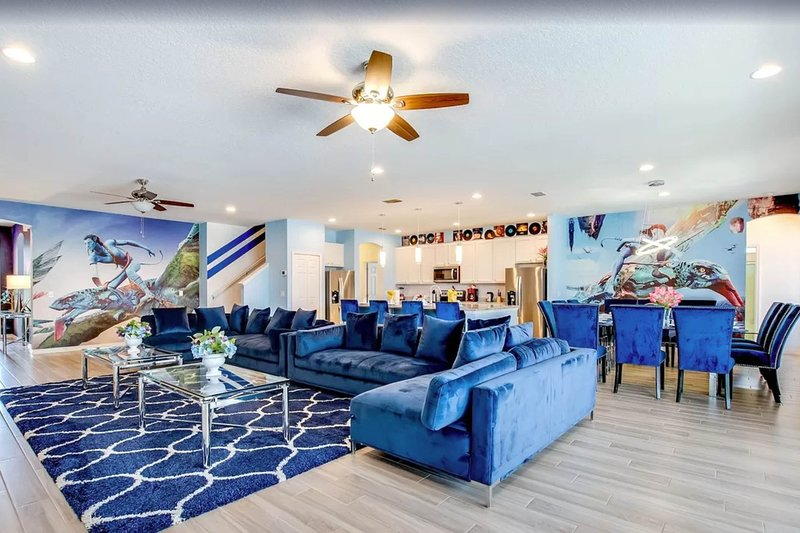 Themed dog-friendly home with private pool, spillover spa, and home theater!, holiday rental in Loughman