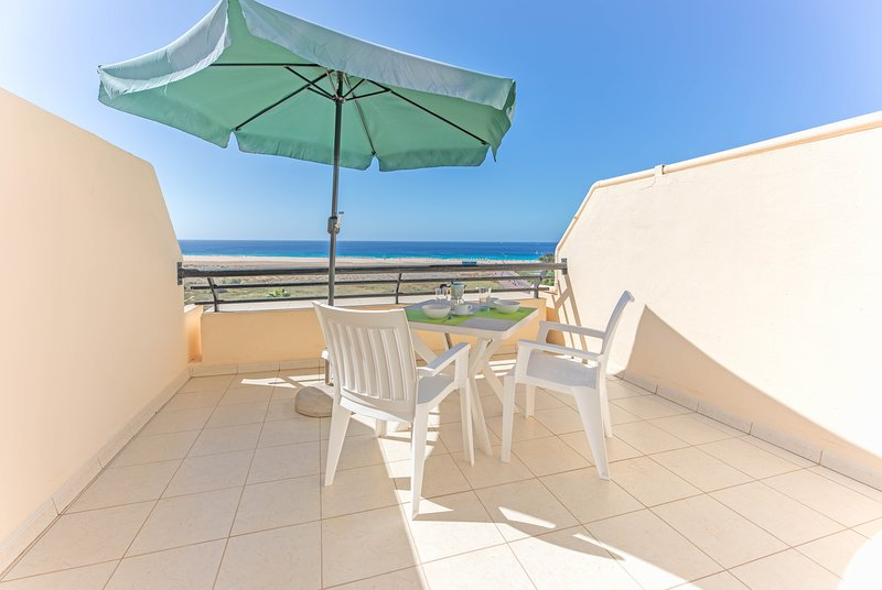 terrace and ocean view, Wi-Fi, 6th floor, holiday rental in Morro del Jable