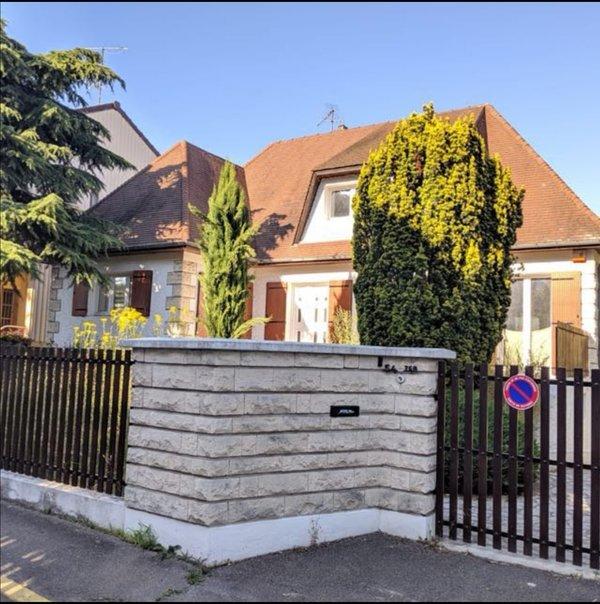Apartment in Villeneuve-le-Roi, location de vacances à Créteil