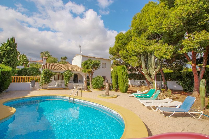 Condelmar - modern villa close to the beach in Calpe, holiday rental in Calpe