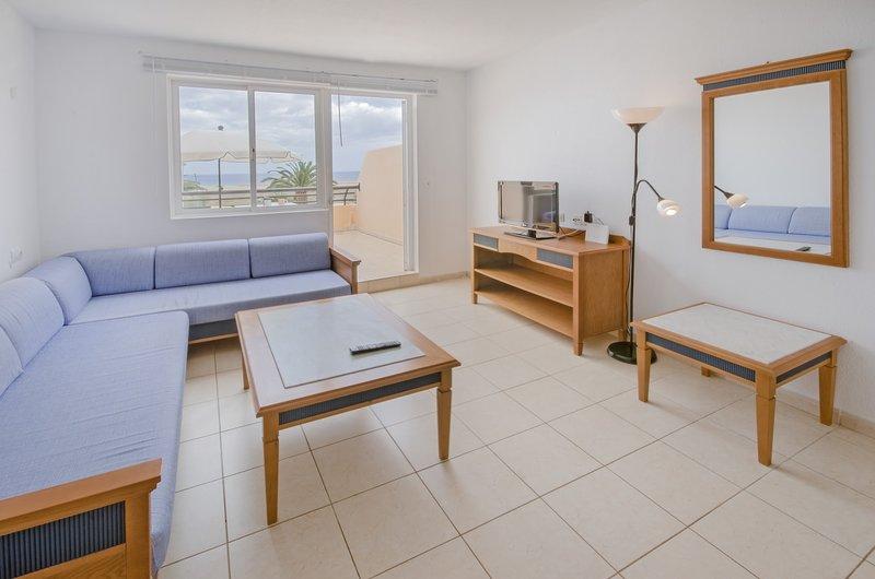 living room with terrace / sala de estar with terrace / living room with terrace