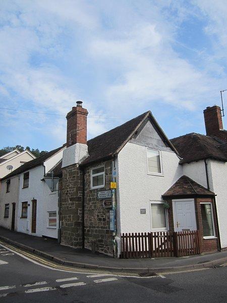 Thursday's Corner Tudor Cottage with Log burner, Ferienwohnung in Church Stretton
