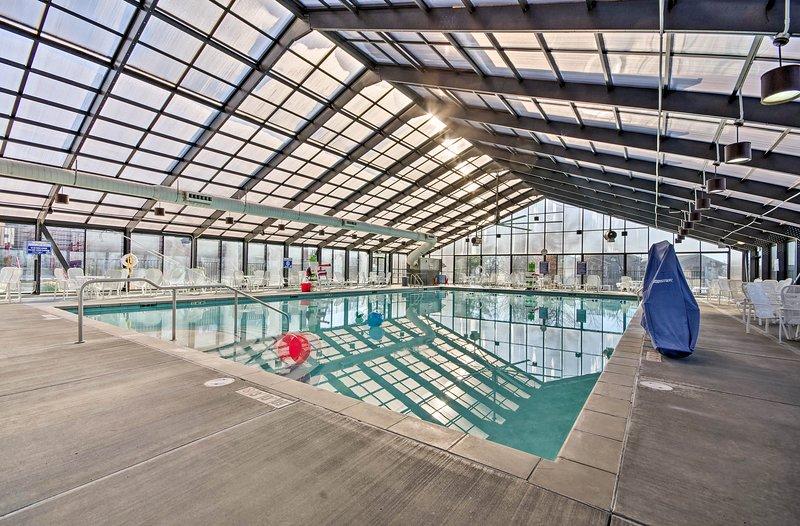 Family-Friendly Branson Condo w/ Indoor Pool!, vacation rental in Rockaway Beach