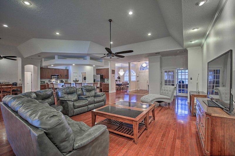 Expansive Villa on 2+ Acres, 5 Mi to Sponge Docks!, vacation rental in Trinity